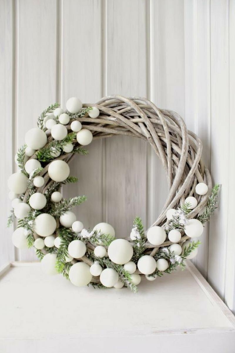White wreath threeboysclub all things boys - Pommes de pins decoration ...
